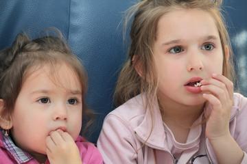 girls eating pop corn