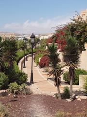 Promenade in einem spanischen Touristen-Dorf