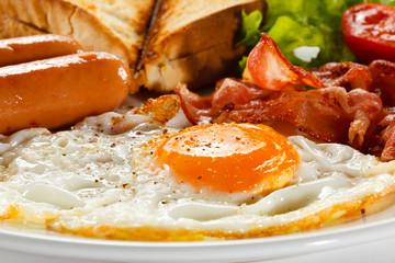 Deurstickers Gebakken Eieren Breakfast - toast, egg, bacon,sausages and vegetables