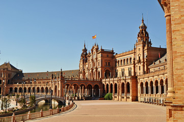 The stunning architecture of the Plaza de Espagna in Seville