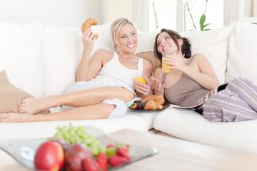 frühstück auf der couch