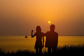 湖畔のカップル