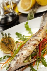 fish with vegetables and lemon