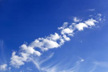 Kleine Wolken am Himmel
