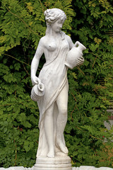 Escultura femenina en Baden, Austria.