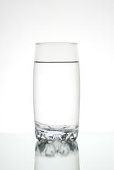 Vaso de agua transparente