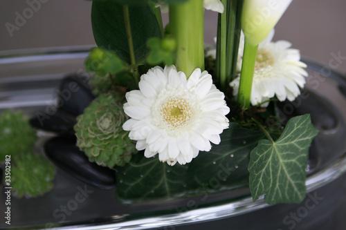 blumengesteck wei stockfotos und lizenzfreie bilder auf bild 33502982. Black Bedroom Furniture Sets. Home Design Ideas