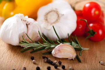 Knoblauch, Tomaten und Gewürze