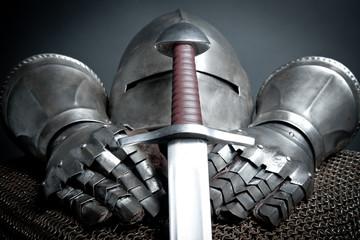 Ritterrüstung und Schwert