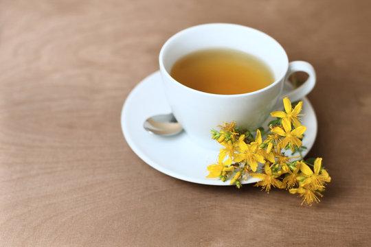 Tee mit Johanniskraut