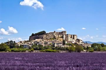 Papiers peints Aubergine Village provençal de Grignan dans la Drôme en France