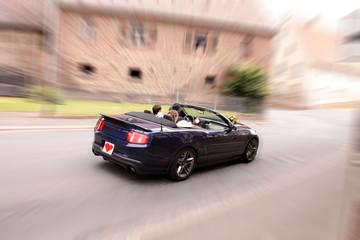 Cabriolet fahren zur Hochzeit