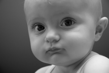 bambina occhi grandi
