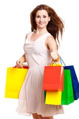 junge, attraktive Frau mit Einkaufstüten zeig Daumen nach oben