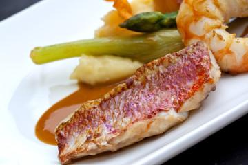 Gastronomie, cuisine, restaurant, poisson, rouget, plat