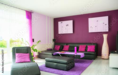 wohnzimmer in lila stockfotos und lizenzfreie bilder auf bild 33822177. Black Bedroom Furniture Sets. Home Design Ideas