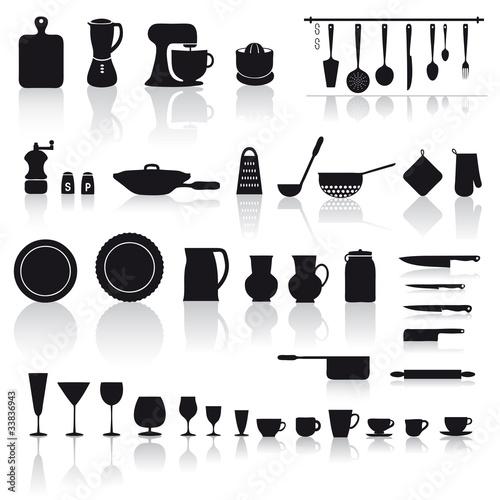 Set di utensili e attrezzi da cucina piatti bicchieri e for Attrezzi da cucina in silicone