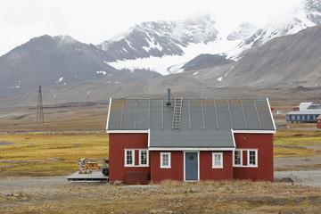 ny_alesund_red_house