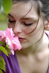 Jeune fille rose