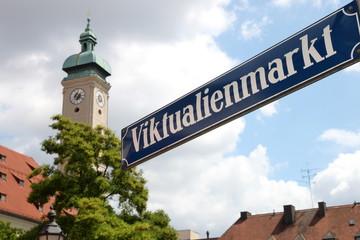 Viktualienmarkt und Heilig-Geist-Kirche