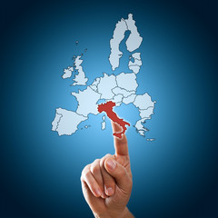 Finger wählt Italien auf Touchscreen aus