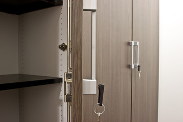 Schranktüren mit Schlüssel Büromöbel