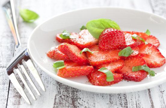 frisches Erdbeercarpaccio