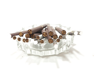 No smoke-cigaterettes thrown in ashtray