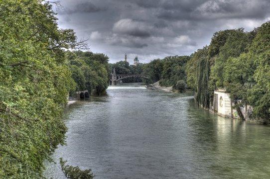Isar-Fluss durch München