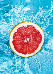 Deurstickers Opspattend water Fresh grapefruit