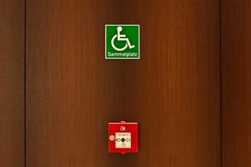 Zeichen Sammelplatz für Rollstuhlfahrer