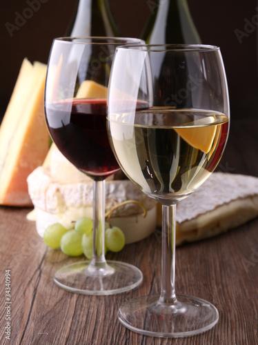 verre de vin rouge et blanc photo libre de droits sur la banque d 39 images image. Black Bedroom Furniture Sets. Home Design Ideas