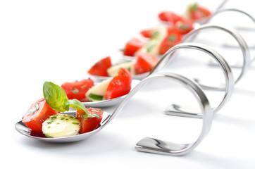 Fototapeten Vorspeise Löffelhäppchen mit Tomate-Mozzarella