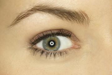 Auge einer jungen Frau