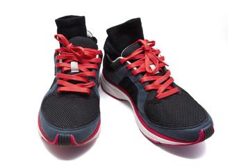 zapatillas de deporte usadas con calcetines