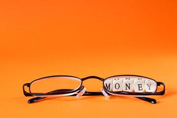 Brille mit Money Schriftzug