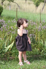 fille et robe noire