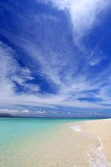 広がる青い空と穏やかな海