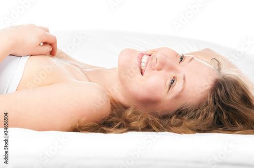 zhenshini-utrom-v-posteli