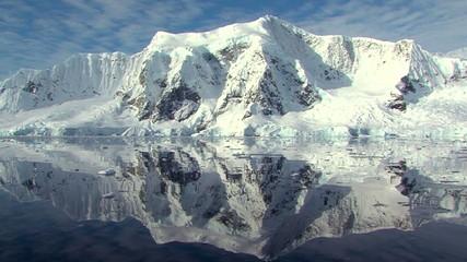Fototapete - antarctic peninsula in full sun