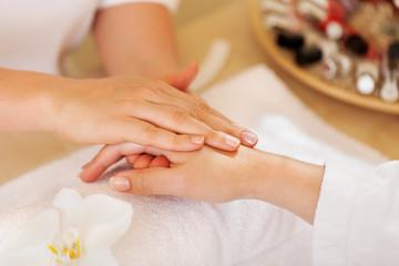 sanfte handmassage