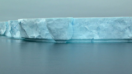 Fototapete - track along tabular ice shelf