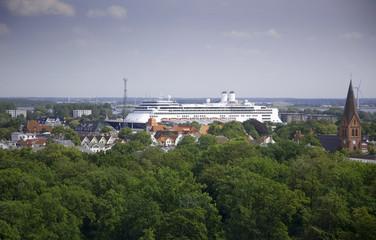 schiff kreuzfahrtschiff passagierschiff riesig ozeanriese