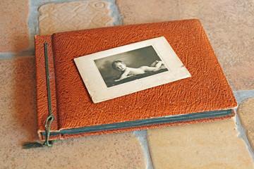 Altes Babyfoto (1925) auf Fotoalbum