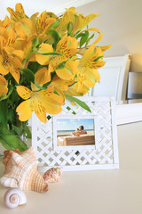 Interior picture frame with flowers