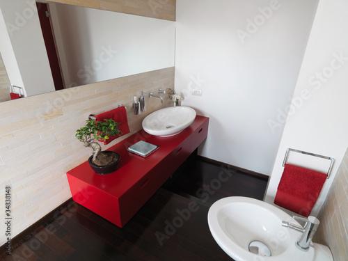 """""""mobile lavabo rosso in bagno moderno"""" Immagini e Fotografie Royalty Free su Fotolia.com - File ..."""