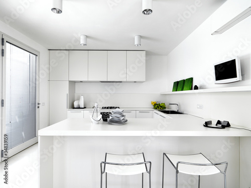 Moderna cucina bianca immagini e fotografie royalty free for Abbonamento a cucina moderna