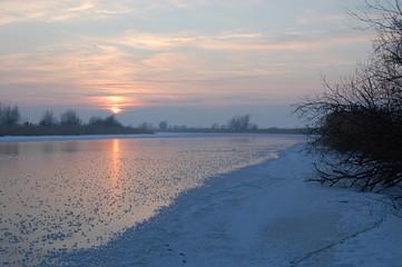 Rzeka zimową porą 3
