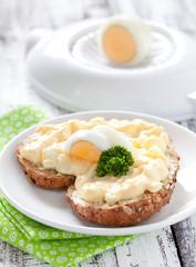Brötchen mit Eiersalat