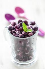 gefrorene Heidelbeeren im Glas